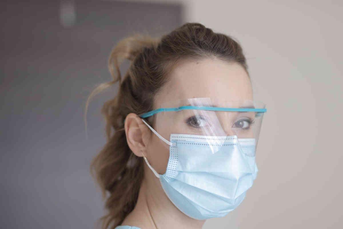 schutzmasken helfen allen